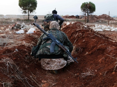 Members of al Qaeda's Nusra Front move toward their positions near al-Zahra village, north of Aleppo city, November 25, 2014