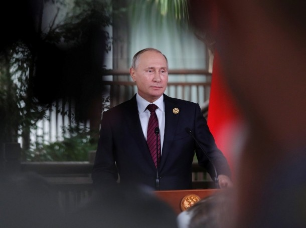 Russian President Vladimir Putin attends a briefing for reporters at the end of the APEC summit in Danang, Vietnam, November 11, 2017