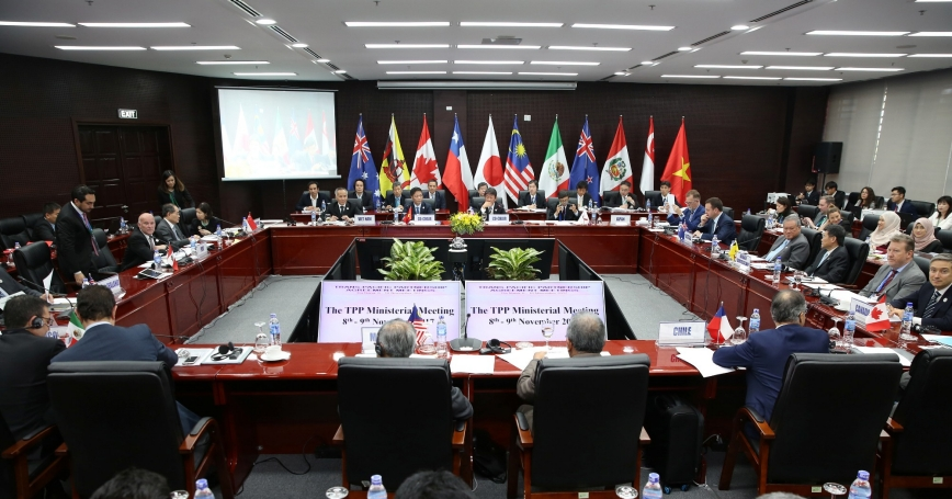 Trade ministers and delegates from the remaining members of the Trans Pacific Partnership (TPP) attend the TPP Ministerial Meeting during the APEC 2017 in Da Nang, Vietnam November 9, 2017