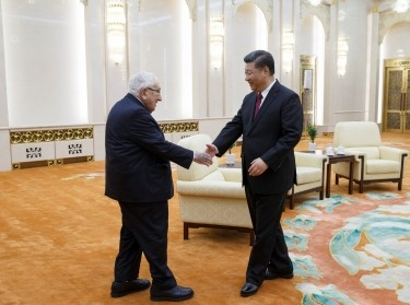 Chinese President Xi Jinping meets former U.S. Secretary of State Henry Kissinger at the Great Hall of the People in Beijing, China, November 8, 2018