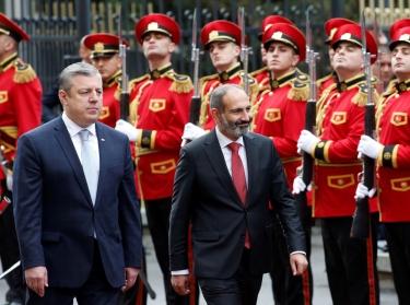 Georgian Prime Minister Giorgi Kvirikashvili and Armenian Prime Minister Nikol Pashinyan review the honour guard at a welcoming ceremony in Tbilisi, Georgia, May 30, 2018