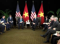 Vietnam's Prime Minister Nguyen Xuan Phuc and U.S. Vice President Mike Pence hold a bilateral meeting in Singapore, November 14, 2018