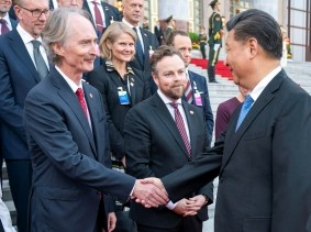 UN Special Envoy for Syria Geir O. Pedersen shakes hands with China's President Xi Jinping as King Harald of Norway looks on during a visit to China, October 16, 2018, photo by NTB Scanpix/Heiko Junge via Reuters