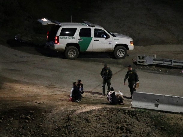 U.S. Customs and Border Protection officials detain migrants from Central America in San Diego County, California, January 16, 2019, photo by Mohammed Salem/Reuters