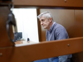 Founder of the Baring Vostok private equity group Michael Calvey, who was detained on suspicion of fraud, sits inside a defendants' cage as he attends a court hearing in Moscow, Russia, February 15, 2019, photo by Tatyana Makeyeva/Reuters