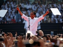 Indonesian president Joko Widodo greets his supporters during a campaign rally at Gelora Bung Karno stadium in Jakarta, Indonesia, April 13, 2019, photo by Willy Kurniawan/Reuters