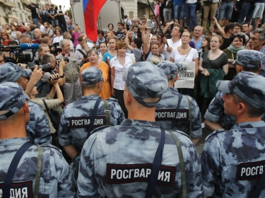 Members of Russia's National Guard block participants of a rally in support of detained Russian investigative journalist Ivan Golunov in Moscow, Russia, June 12, 2019, photo by Maxim Shemetov/Reuters