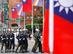 Taiwan's guards of honour attend a welcoming ceremony for Marshall Islands President Hilda Heine in Taipei, Taiwan, July 27, 2018, photo by Tyrone Siu/Reuters