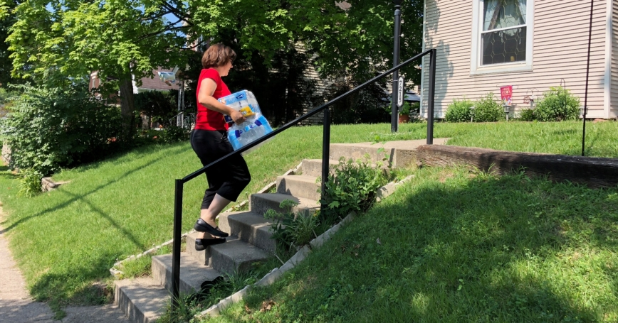 Cincinnati DoorDash worker Renee Shell delivers an order from Walmart in Cincinnati, Ohio, July 1, 2018, photo by Lisa Baertlein/Reuters