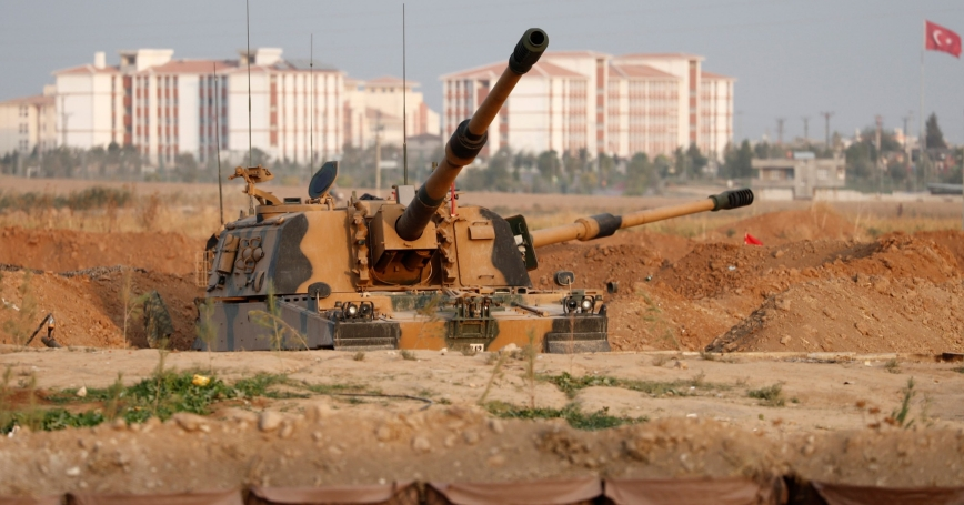 A Turkish army howitzer is positioned near the Turkish-Syrian border in Sanliurfa province, Turkey, October 17, 2019, photo by Murad Sezer/Reuters