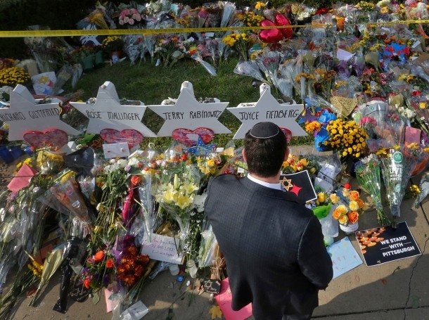 A man prays at a memorial outside the Tree of Life synagogue in Pittsburgh, Pennsylvania, following a mass shooting there four days earlier, October 31, 2018, photo by Cathal McNaughton/Reuters