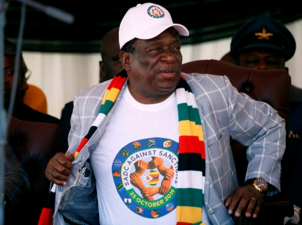 Zimbabwe President Emmerson Mnangagwa attends a rally against Western sanctions in Harare, Zimbabwe, October 25, 2019, photo by Philimon Bulawayo/Reuters