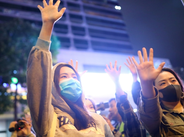 Protesters raise their hands outside the Polytechnic University (PolyU) in Hong Kong, China, November 25, 2019, photo by Marko Djurica/Reuters
