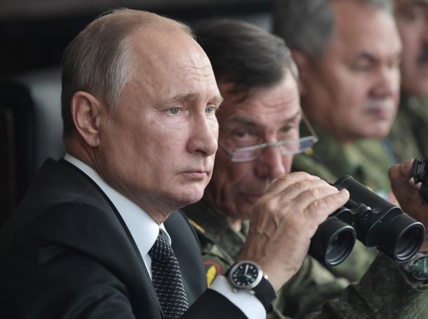"Russian President Vladimir Putin uses a pair of binoculars while overseeing the military exercises known as ""Centre-2019"" in Orenburg Region, Russia September 20, 2019, photo by Sputnik/Alexei Nikolsky/Kremlin via Reuters"