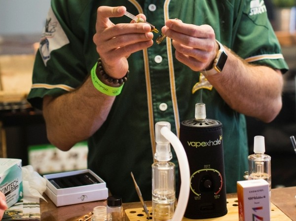 A man puts concentrated oil into a vaporizer cartridge at the Magnolia cannabis vape lounge in Oakland, California, April 20, 2018, photo by Elijah Nouvelage/Reuters