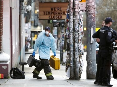 A member of the Seattle Fire Department leaves the scene following a medical response as efforts continue to help slow the spread of COVID-19 in Seattle, Washington, U.S. March 31, 2020, photo by Jason Redmond/Reuters