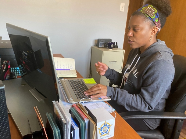 Middle school reading teacher Shayna Boyd prepares for the start of remote teaching in her home office in Chicago, Illinois, April 8, 2020, photo by Brendan O'Brien/Reuters