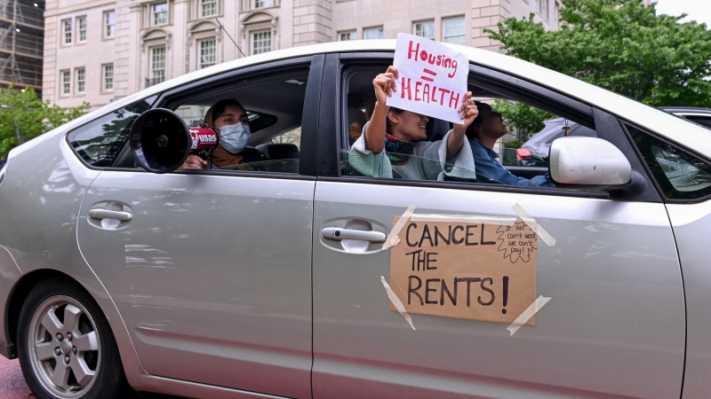 Protesters calling for rent payments to be canceled amid the outbreak of COVID-19, in Washington, D.C., April 25, 2020, photo by Erin Scott/Reuters