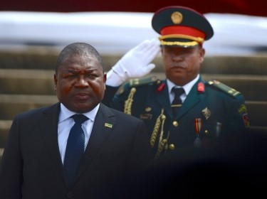 Mozambique's President Filipe Nyusi is saluted as he is sworn-in for a second term in Maputo, Mozambique, January 15, 2020, photo by Grant Neuenburg/Reuters