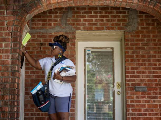 United States Postal Service employee Brandis Neal delivers mail in Houston, Texas, August 18, 2020, photo by Adrees Latif/Reuters