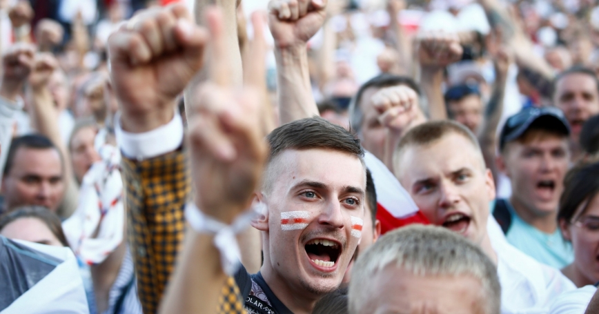 Protestors gather in Minsk, Belarus, to demand the resignation of Belarusian President Alexander Lukashenko and the release of political prisoners, August 16, 2020, photo by Vasily Fedosenko/Reuters