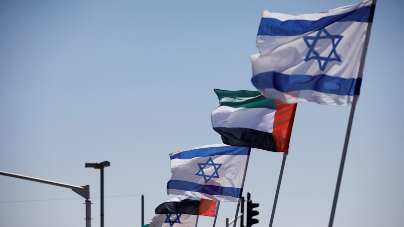 Israeli and Emirati flags flutter along a highway following the agreement to formalize ties between the two countries, Netanya, Israel, August 17, 2020, photo by Nir Elias/Reuters