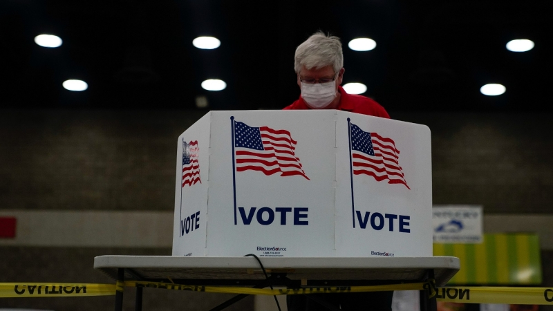 A voter completes his ballot on the day of the primary election in Louisville, Kentucky, U.S. June 23, 2020, photo by Bryan Woolston/Reuters