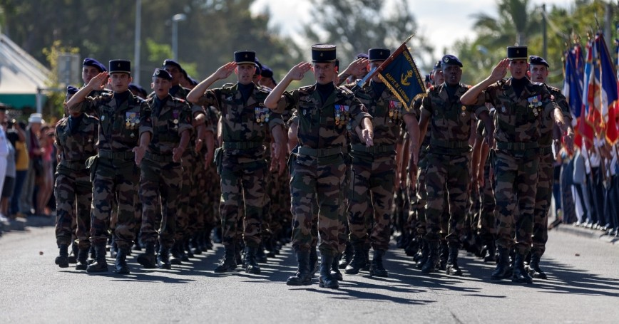 Battalion of French soldiers of the RSMA marching during a monthly ceremony rewarding the young soldiers in Saint-Paul, LaRéunion, June 28 2017, photo by Gwengoat/Getty Images