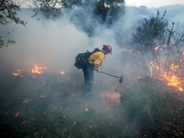 A firefighter works on the Blue Ridge Fire burning in Yorba Linda, California, October 26, 2020, photo by Ringo Chiu/Reuters