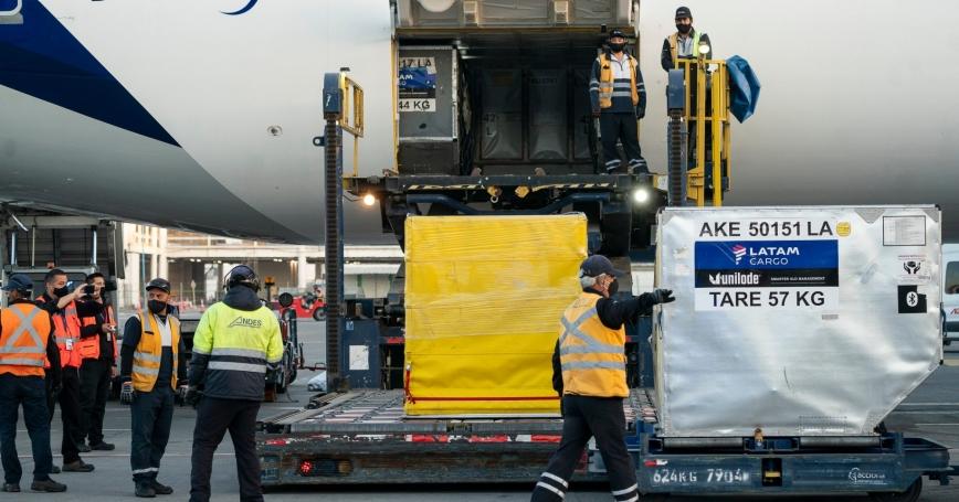 Chilean president Sebastián Piñera receives the first shipment of COVID-19 vaccines in Santiago de Chile, Chile, December 24, 2020, photo by Sebastian Rodríguez/Presidencia/Reuters