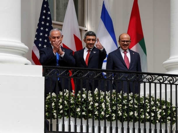 Israeli Prime Minister Benjamin Netanyahu, UAE Foreign Minister Abdullah bin Zayed, and Bahraini Foreign Minister Abdullatif Al Zayani wait prior to signing the Abraham Accords at the White House in Washington, DC, September 15, 2020, photo by Tom Brenner/Reuters