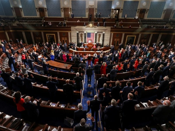 New members of Congress are sworn in during the first session of the 117th Congress at the U.S. Capitol in Washington, DC, January 3, 2021, photo by Tasos Katopodis/Reuters