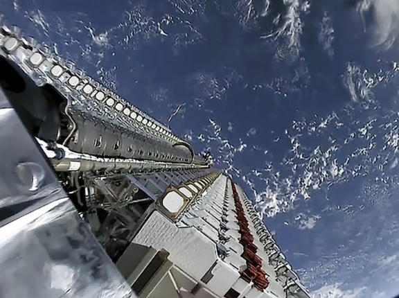 """SpaceX Starlink mission, <a href=""""https://www.flickr.com/photos/spacex/47926144123/"""">photo</a> by SpaceX/ <a href=""""https://creativecommons.org/licenses/by-nc/2.0/"""">CC BY 2.0</a>"""