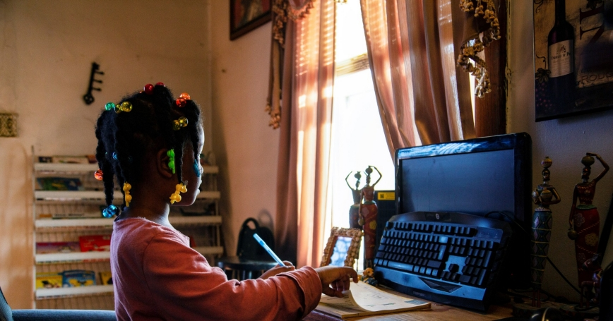 Lilliana works on her reading exercises while attending virtual school, in Louisville, Kentucky, February 24, 2021, photo by Amira Karaoud/Reuters