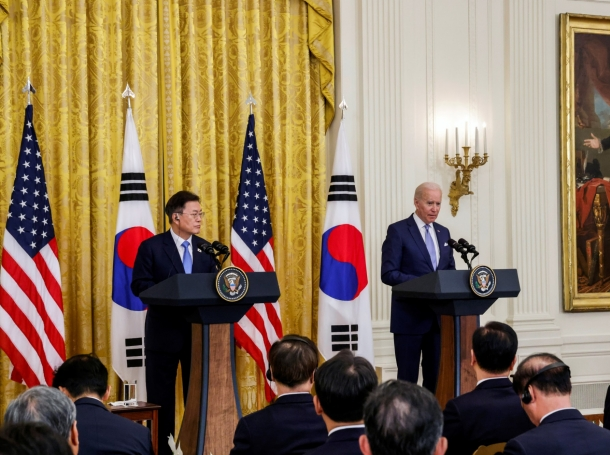 South Korean President Moon Jae-in and U.S. President Joe Biden hold a joint news conference at the White House, in Washington, D.C., May 21, 2021, photo by Jonathan Ernst/Reuters