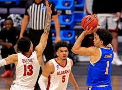 UCLA Bruins guard Jules Bernard shoots the ball against Alabama Crimson Tide guard Jahvon Quinerly at the 2021 NCAA Tournament in Indianapolis, Indiana, March 28, 2021, photo by Aaron Doster/Reuters