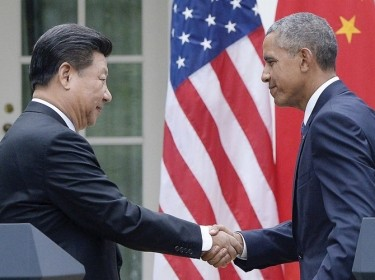U.S. President Barack Obama shakes hands with Chinese president Xi Jinping after a press conference in the Rose Garden of the White House, September 25, 2015 in Washington, D.C