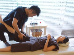 Patient receiving chiropractic treatment