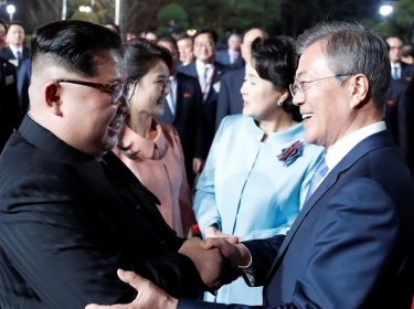 South Korean President Moon Jae-in and North Korean leader Kim Jong Un attend a farewell ceremony at the truce village of Panmunjom inside the demilitarized zone, South Korea, April 27, 2018