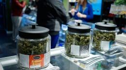 "Customers shop for ""Green Friday"" deals in Denver, Colorado, November 28, 2014"