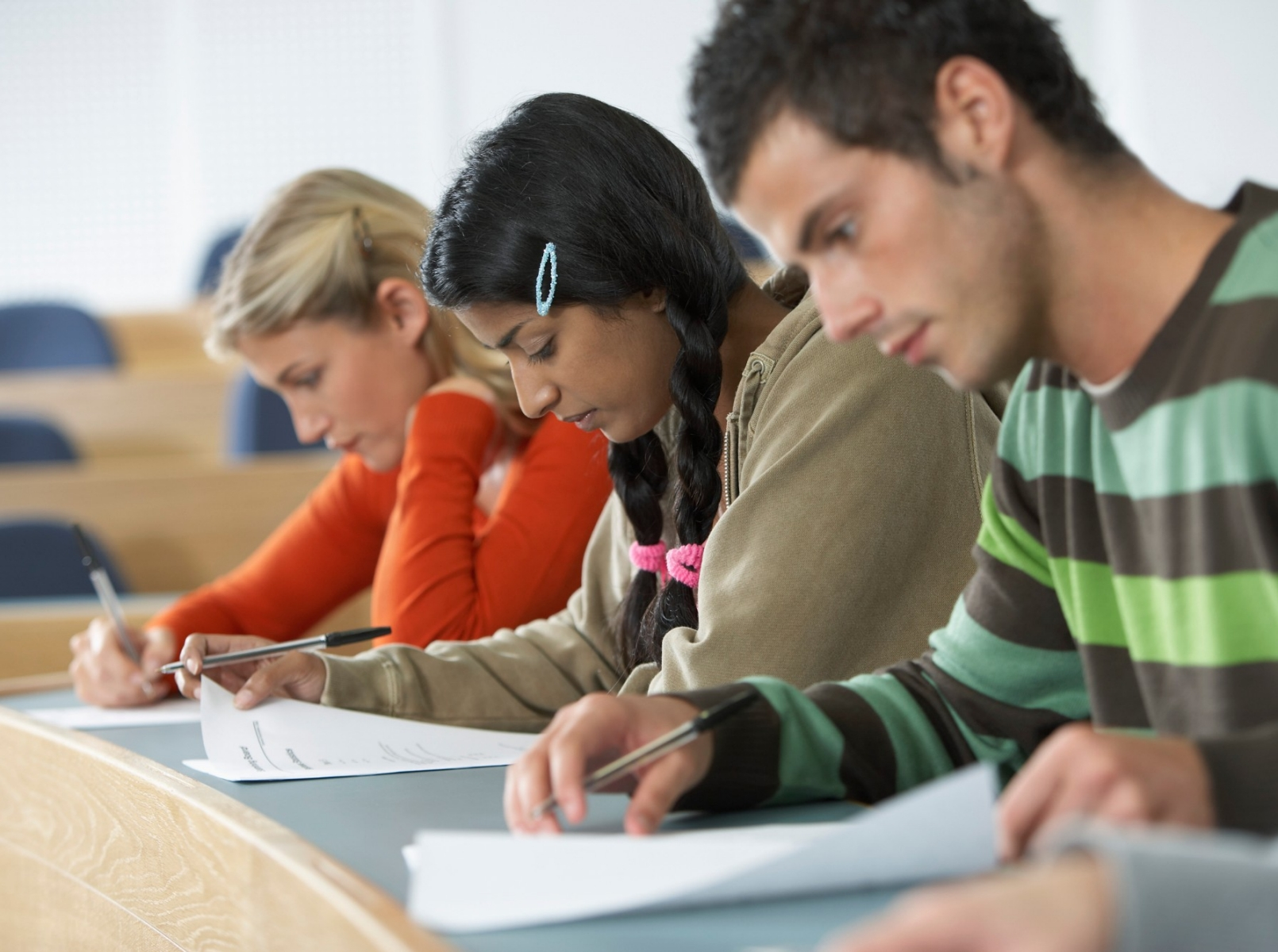 peer pressure and academic performance of freshmen college students Numerous stress causes of college students academic performance pressure  during the college years, peer pressure can be quite dealing with college student.