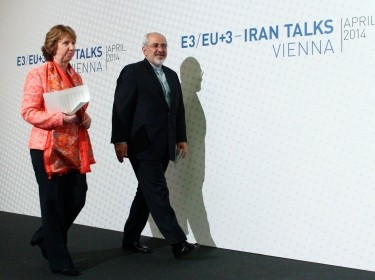 European Union foreign policy chief Catherine Ashton and Iranian Foreign Minister Mohammad Javad Zarif arrive for a news conference after talks in Vienna April 9, 2014, photo by Reuters/Hei