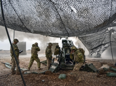 U.S. soldiers execute a fire mission to support Iraqi security forces during the Mosul counteroffensive in northern Iraq, December 24, 2016