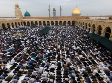 Shi'ite worshippers attend Friday prayer in the Great Mosque of Kufa near Najaf, Iraq, March 31, 2017