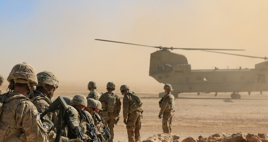 U.S. Army soldiers deployed in support of Combined Joint Task Force-Operation Inherent Resolve await aerial extraction via CH-47 Chinook during a training exercise in Iraq, October 31, 2018, photo by 1st Lt. Leland White/U.S. Army National Guard
