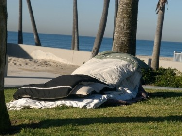 Bedding on the ground near Venice beach