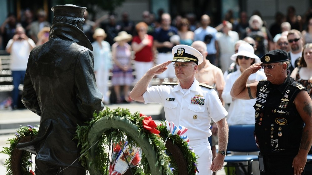Rear Adm. Thomas S. Rowden, the director of Surface Warfare (N96) for the Chief of Naval Operations, and Rolling Thunder Inc. National Veterans Rights Officer Lt. Cmdr. Pete Zaleski (ret.), place a wreath at the Lone Sailor Memorial