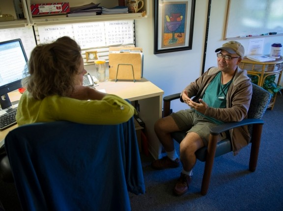 A licensed clinical social worker listens to her client during a therapy session at the Bay Pines Veterans Administration Healthcare Center in Bay Pines, Florida, October 29, 2015, photo by EJ Hersom/DoD News