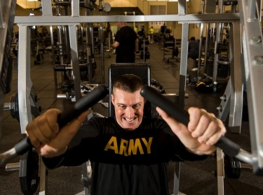 An Army reservist lifts weights