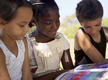 children reading outside